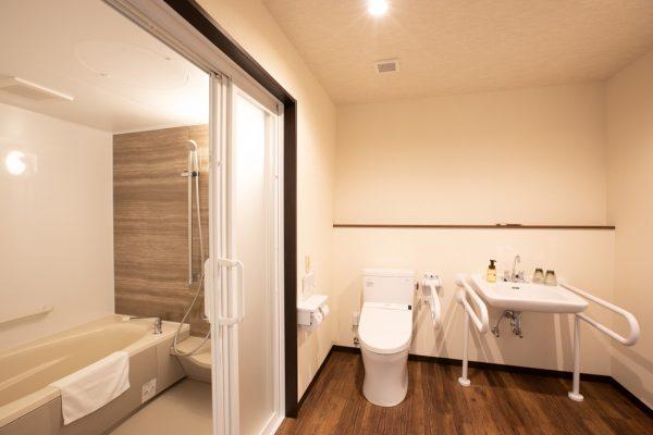 ユニバーサルタイプパスルームとトイレ